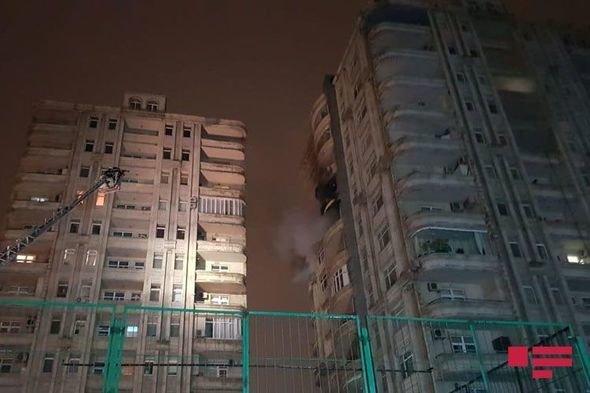 Bakıda hündür yaşayış binasında yanğın - FOTO + VİDEO, fotoşəkil-1