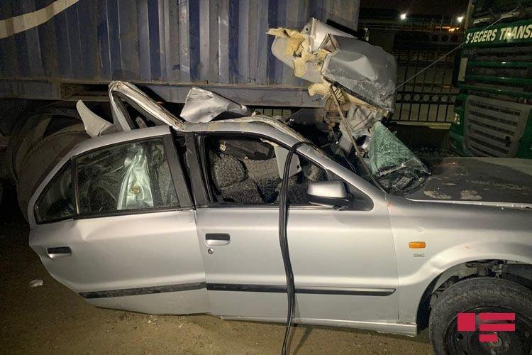Bakıda ağır qəza: Sürücü bu avtomobildən sağ çıxdı - FOTO + VİDEO, fotoşəkil-1
