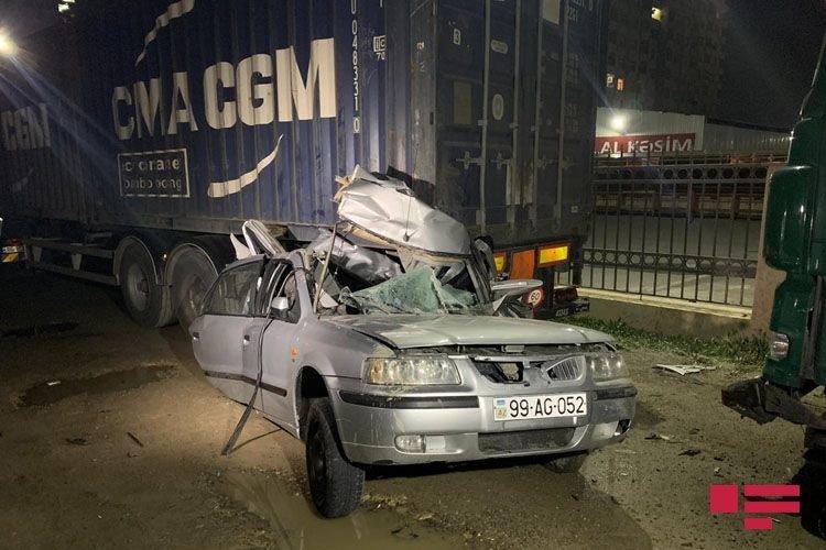 Bakıda ağır qəza: Sürücü bu avtomobildən sağ çıxdı - FOTO + VİDEO, fotoşəkil-2