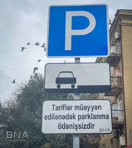Bakı yollarında yeni lövhələr quraşdırıldı: Parklanma ödənişsizdir! - FOTO, fotoşəkil-1