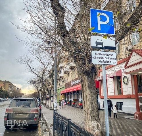 Bakı yollarında yeni lövhələr quraşdırıldı: Parklanma ödənişsizdir! - FOTO, fotoşəkil-4