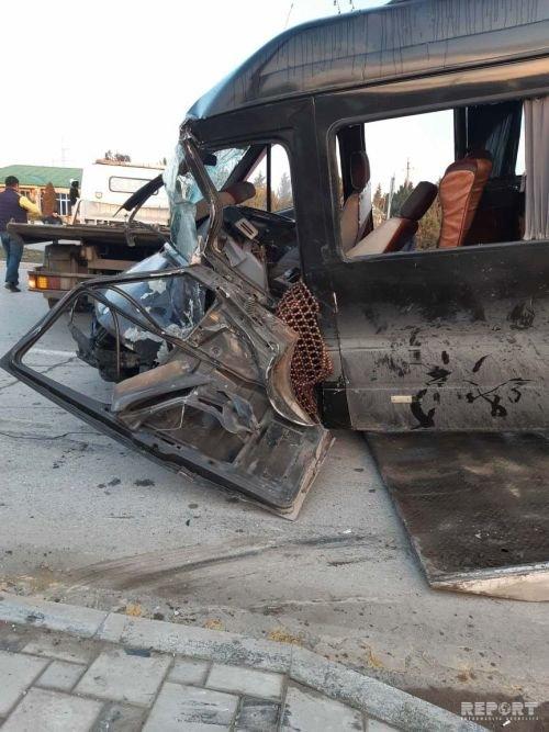 Sumqayıtda mikroavtobus piyadanı vurub dirəyə çırpıldı: ölən və yaralılar var - FOTO + VİDEO, fotoşəkil-2