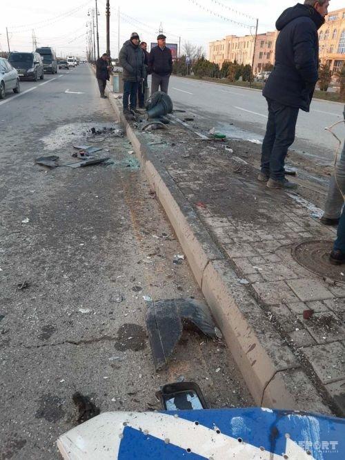 Sumqayıtda mikroavtobus piyadanı vurub dirəyə çırpıldı: ölən və yaralılar var - FOTO + VİDEO, fotoşəkil-4