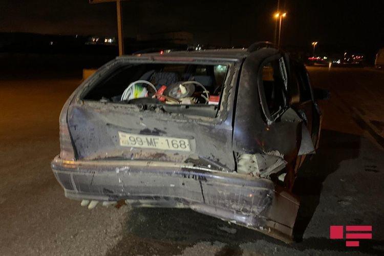 """VAZ qırmızı işıqda dayanan """"Mercedes""""ə çırpıldı, yaralı var - FOTO + VİDEO, fotoşəkil-4"""