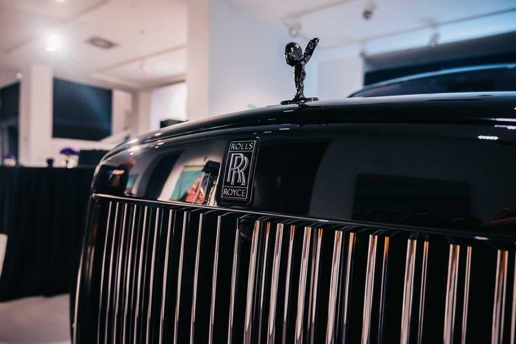 """Bakıya qiyməti yarım milyon manatdan çox olan """"Rolls-Royce"""" gətirildi - FOTO, fotoşəkil-2"""