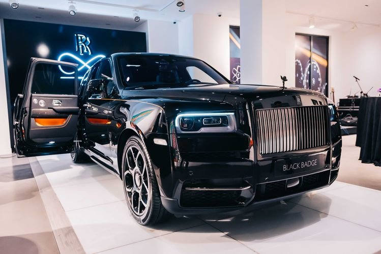 """Bakıya qiyməti yarım milyon manatdan çox olan """"Rolls-Royce"""" gətirildi - FOTO, fotoşəkil-4"""