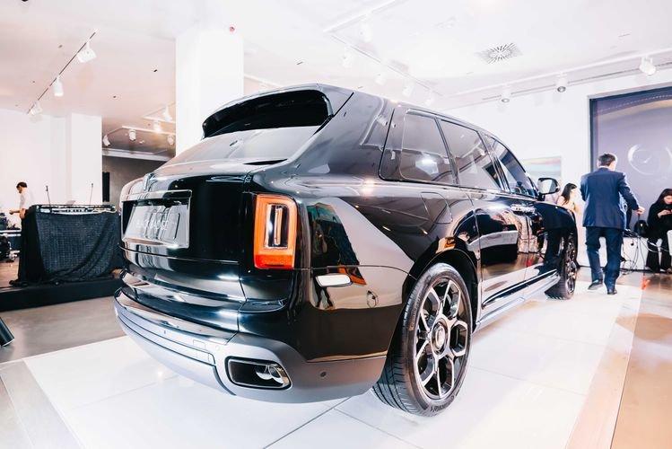 """Bakıya qiyməti yarım milyon manatdan çox olan """"Rolls-Royce"""" gətirildi - FOTO, fotoşəkil-5"""
