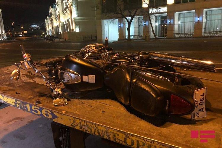 Bakıda idarə etdiyi motosikleti ağaca çırpan yol polisi öldü - FOTO + VİDEO, fotoşəkil-5