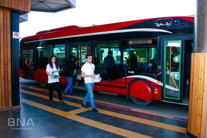 Bakıda avtobus dayanacaqlarına kitablar qoyulub - FOTO, fotoşəkil-5