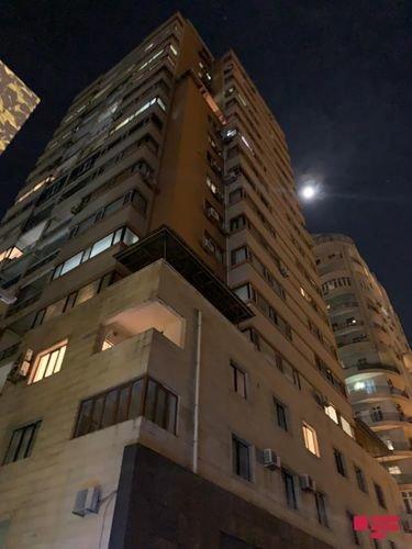 Bakıda hündür binada yanğın: Evdə tək qalan uşaq xilas edildi - FOTO, fotoşəkil-4