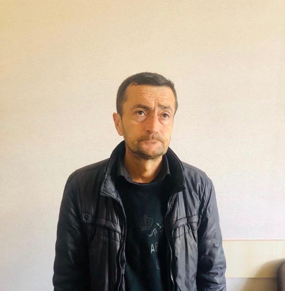 """Əməkdar jurnalistin vəsiqəsini oğurlayan """"Doqquzbarmaq Adil"""" saxlanıldı - FOTO, fotoşəkil-1"""