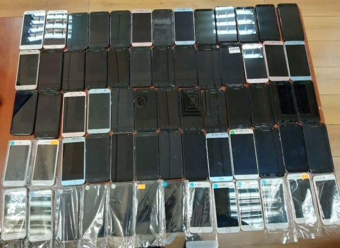 Bakı aeroportunda koreyalıdan 65 mobil telefon götürülüb - FOTO, fotoşəkil-1