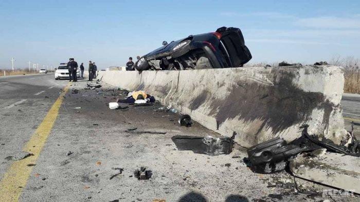 KİA yoldan çıxıb betona çırpıldı, sürücü hadisə yerindəcə öldü - FOTO, fotoşəkil-1
