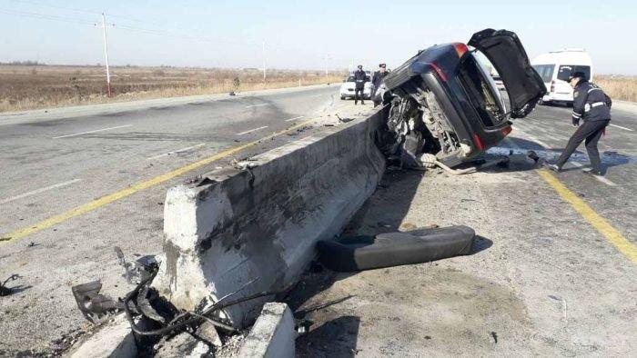 KİA yoldan çıxıb betona çırpıldı, sürücü hadisə yerindəcə öldü - FOTO, fotoşəkil-2