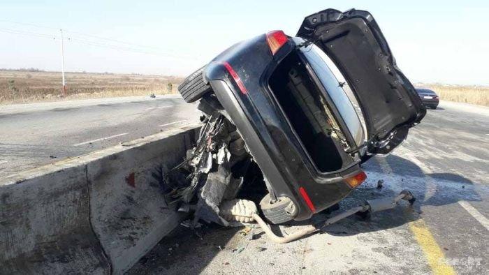 KİA yoldan çıxıb betona çırpıldı, sürücü hadisə yerindəcə öldü - FOTO, fotoşəkil-3