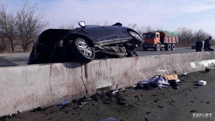 KİA yoldan çıxıb betona çırpıldı, sürücü hadisə yerindəcə öldü - FOTO, fotoşəkil-4