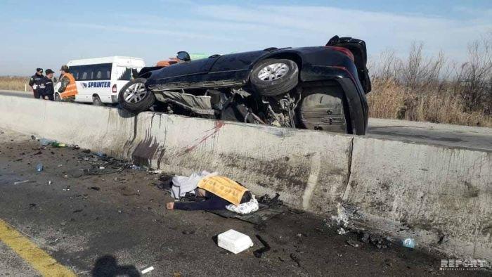 KİA yoldan çıxıb betona çırpıldı, sürücü hadisə yerindəcə öldü - FOTO, fotoşəkil-5