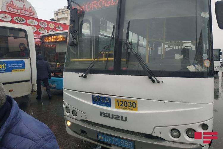 Bakıda iki avtobus toqquşub - FOTO, fotoşəkil-1