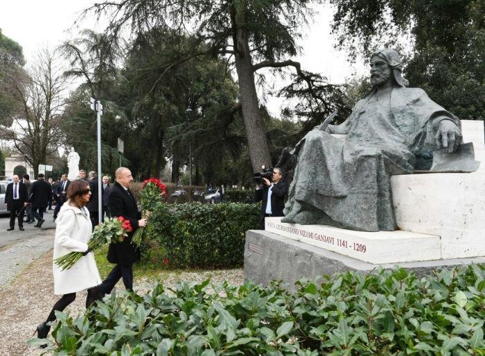 Prezident və ailəsi Romada gəzintidə - FOTO, fotoşəkil-3