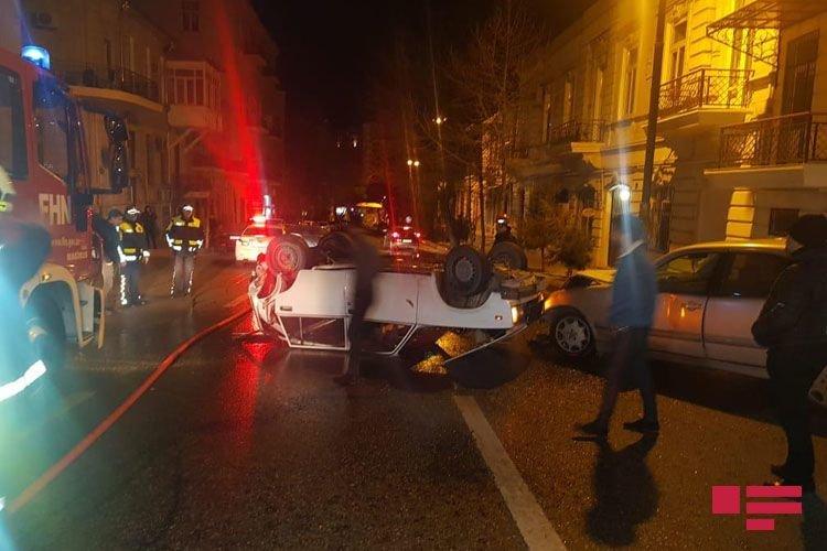 Bakıda avtomobil digər maşını vurub aşırtdı - FOTO + VİDEO, fotoşəkil-6