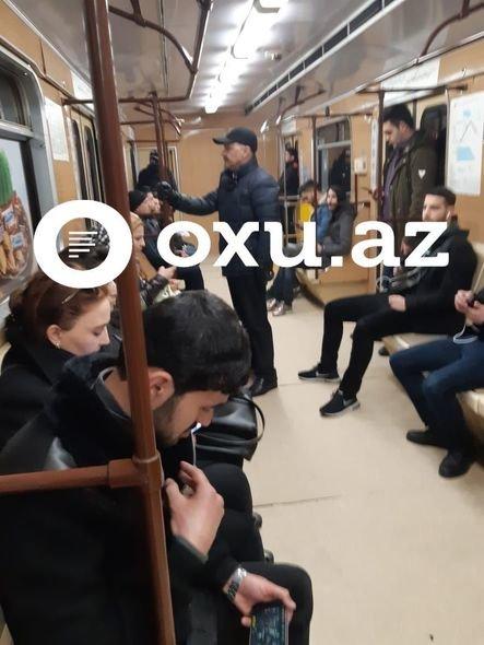 Azərbaycanda nazir müavini metrodan istifadə edir - FOTO, fotoşəkil-1
