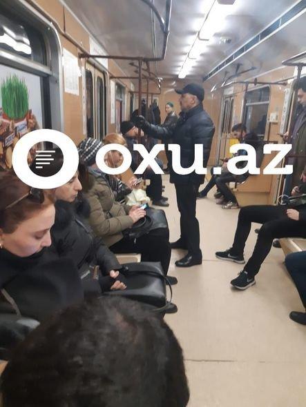 Azərbaycanda nazir müavini metrodan istifadə edir - FOTO, fotoşəkil-2