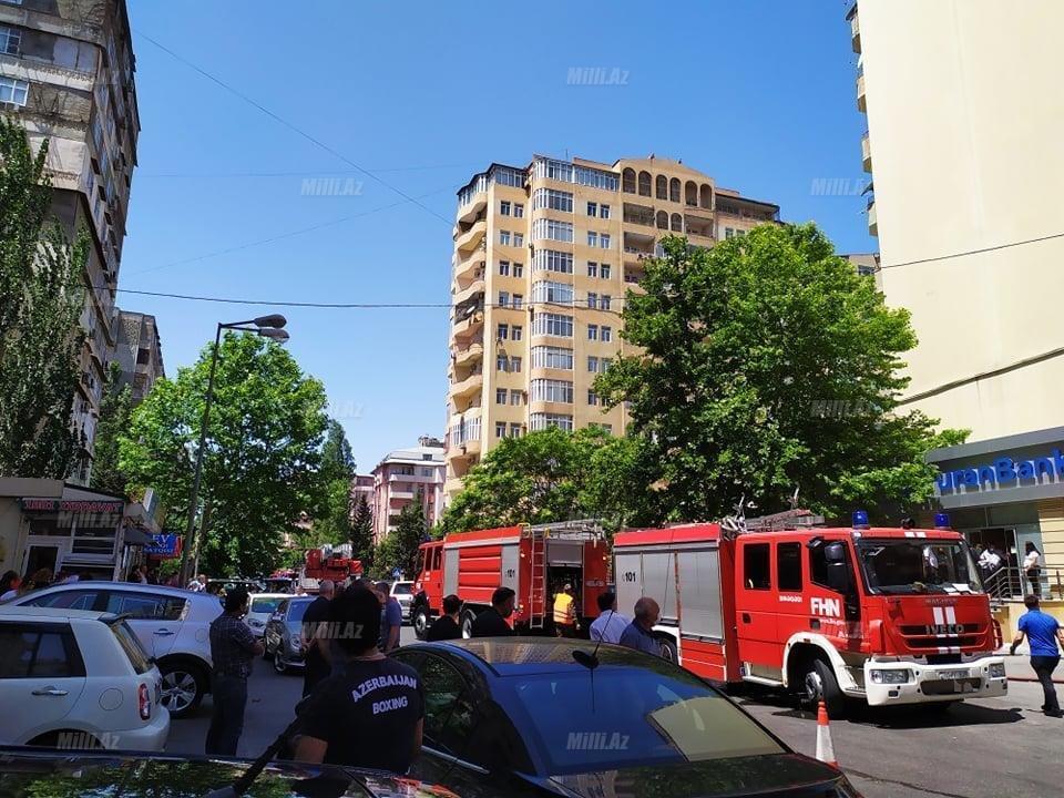 Bakıda tanınmış həkimin evi yanır - VİDEO / FOTO, fotoşəkil-3
