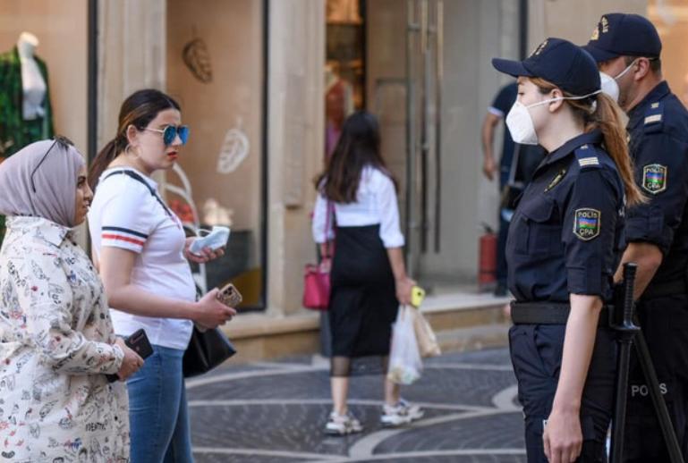 Bakı polisi karantin rejimini pozanları cərimələyir - FOTO/VİDEO, fotoşəkil-1