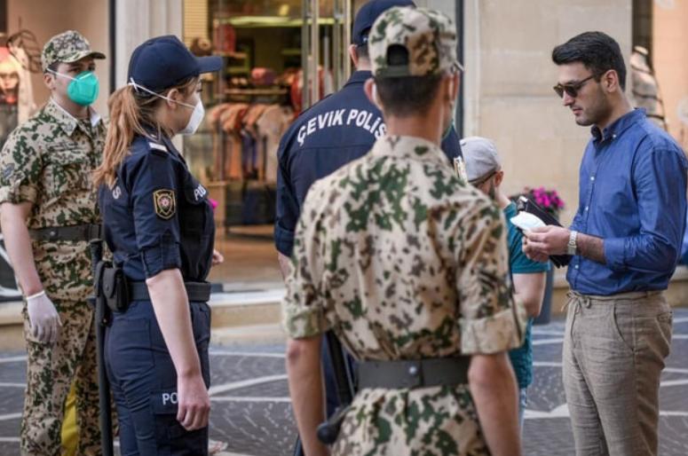 Bakı polisi karantin rejimini pozanları cərimələyir - FOTO/VİDEO, fotoşəkil-2