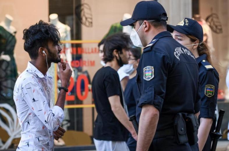 Bakı polisi karantin rejimini pozanları cərimələyir - FOTO/VİDEO, fotoşəkil-4