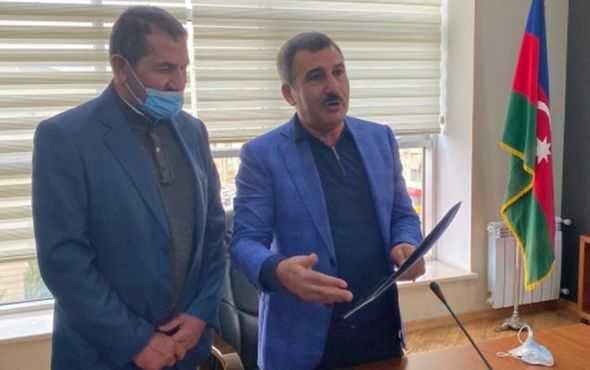 Suqovuşanda Azərbaycan bayrağını qaldıran hərbçiyə ev verildi - FOTO, fotoşəkil-2