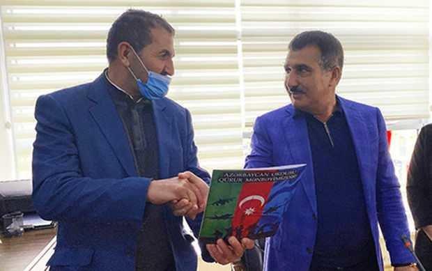 Suqovuşanda Azərbaycan bayrağını qaldıran hərbçiyə ev verildi - FOTO, fotoşəkil-1